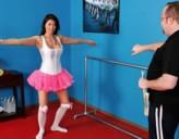 Chica Bailarina Triste es Reventada por el Culo por un Amigo
