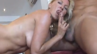Rubia Guarra Follando en Video X