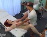 Pelirroja va al Médico y se la Follan en Cámara Oculta en Video Porno Gratis