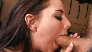 Adolescente penetrada con rudeza por el culo